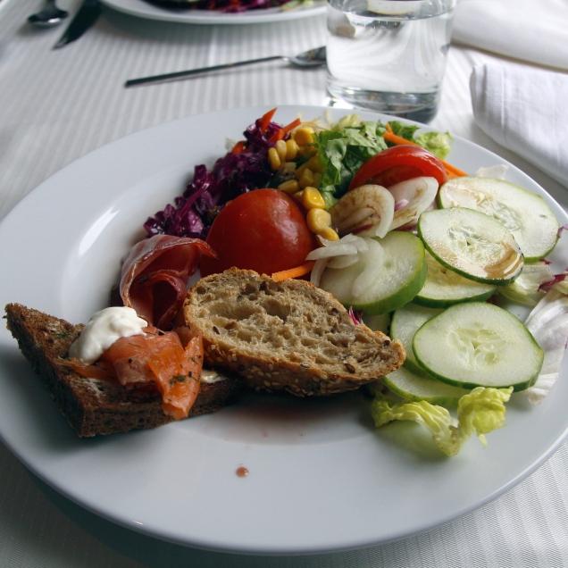 Risteilyn lounasbuffasta, Etelämanner