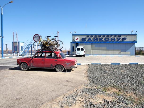 Cosmodromen edessä, me ollaan Baikonurissa!