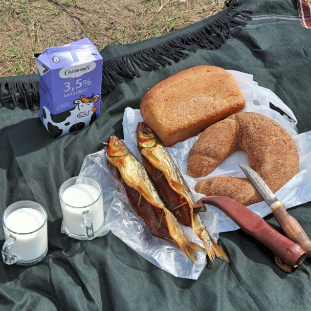 Pyöräpäivän lounas, Omul-kalaa ja leipää