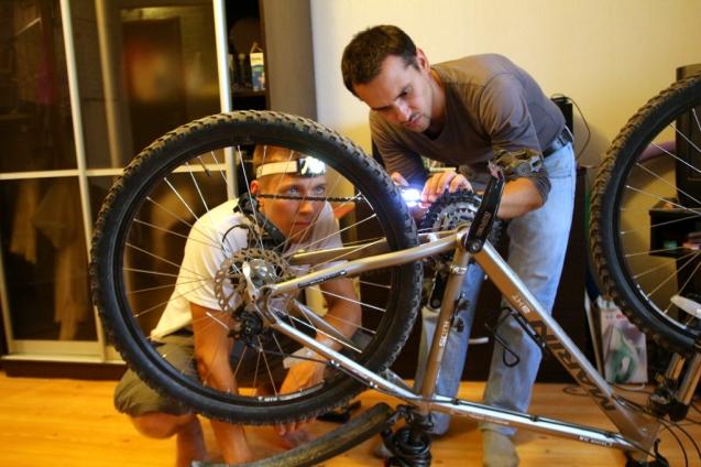 Luvassa hostin pyörän korjausta.