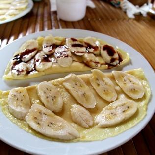 Banaanipannareita aamupalaks homestayssa Vietnamissa