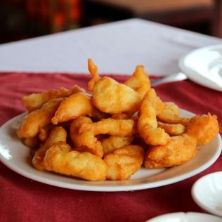 Friteerattua kalaa vietnamilaisittain