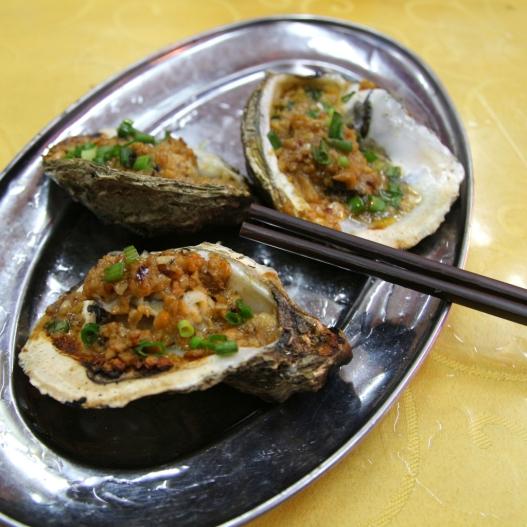Oistereita kiinalaisella ruokatorilla