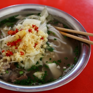 Riisinuudeleita perinteisesti Kiinassa