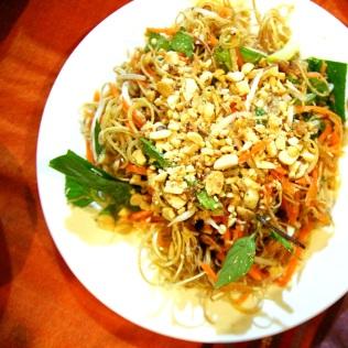 Salaattia mintulla terästettynä Vietnamissa