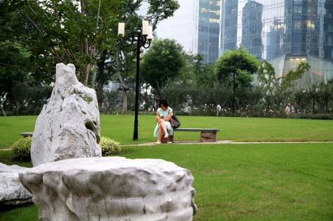 Rauhoittumista puistossa