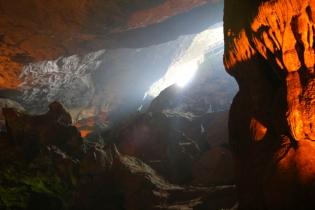 Päivän valoa luolassa