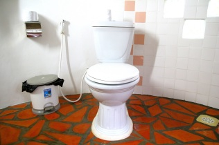 Pyöreä siisti vessa, Bacoma Guest House, Kep