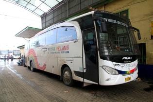 Luksusbussilla Medaniin