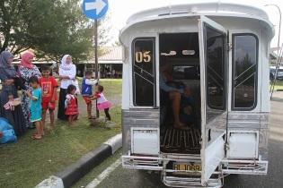 Paikallisella bussilla Banda Acehin keskustaan