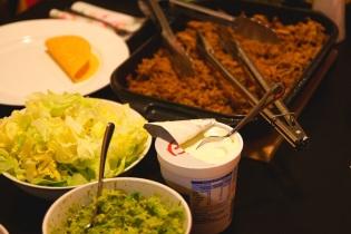 Guacamolea, salaattia ja revittya possua
