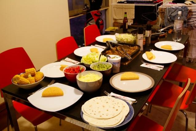 Ruoka valmiina pöydässä