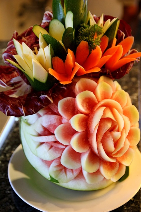 Vesimelonista ruusuja