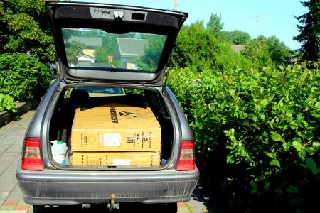 Laatikot autossa
