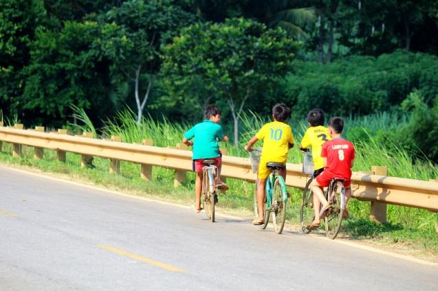 Pojat pyörällä