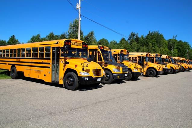 Koulubussit rivissä