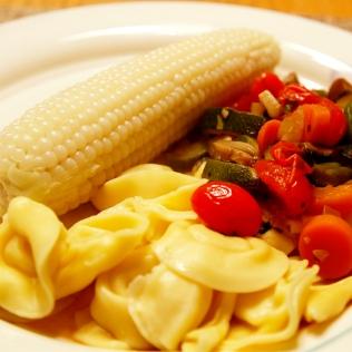 Tortellineja, maissia ja vihanneksia, Lisbon, USA