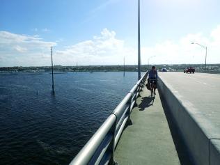 Sininen hetki sillalla