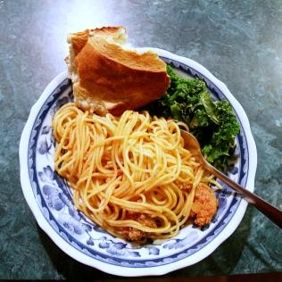 Spagettia lihakastikkeella