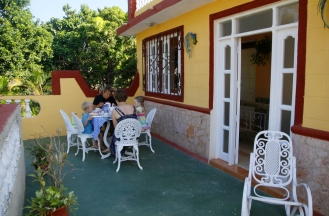 Aamiainen terassilla, Trinidad