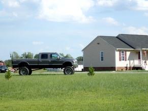 Pieni talo, mutta auto on iso