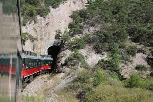Ja tunneliin!