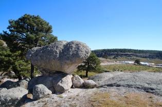 Harmaita kiviä ja sinistä taivasta
