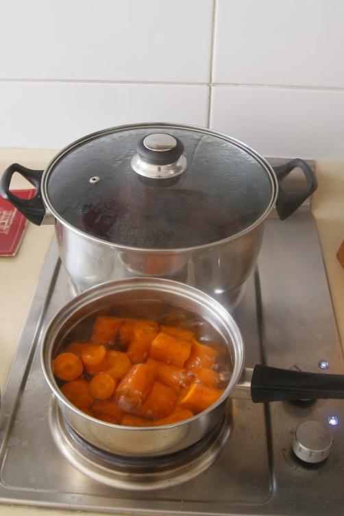 Porkkanat ja punajuuret keittyy