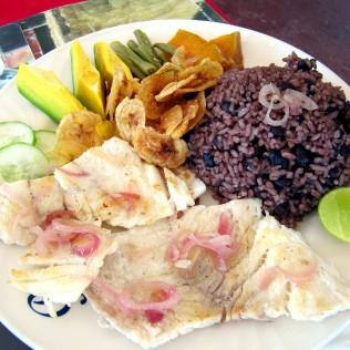 Lautasella kalaa, Kuuba
