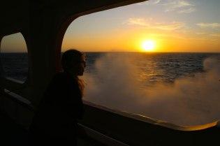 Ilta-auringossa aaltoilee