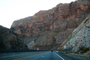 Tie 15 Vegasiin halki kanjonin