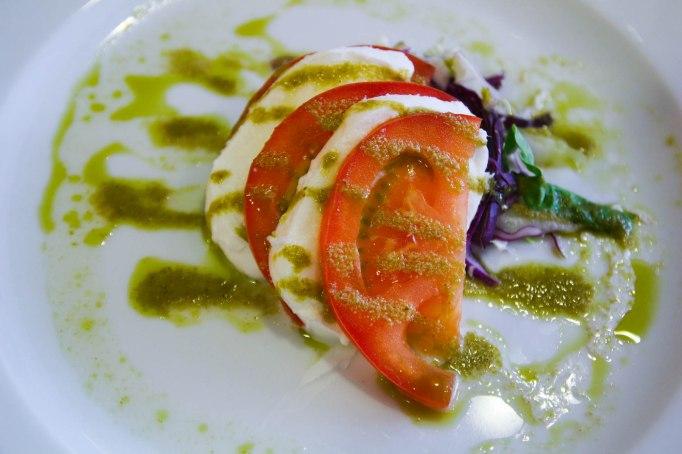 Tomaattibasilika-alkuruoka