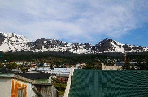 Kohta jää taakse Ushuaian vuoret