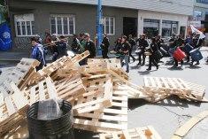Rumpuryhmä rokkaa ja kohta palaa barrikaadit