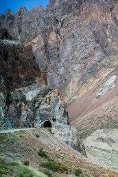 Tunnelista läpi